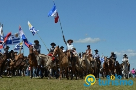 Comenzó la marcha a caballo a la Meseta de Artigas